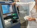 Při výběrech z bankomatů buďte opatrní