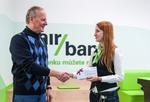 Poukaz na zážitky za 10 tisíc v soutěži s Air Bank a naším serverem předán vítězi