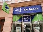 Fio banka zlevňuje zahraniční výběry a zvyšuje jejich počet zdarma