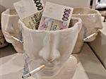 Kuřáci si příští rok připlatí tisíce korun. Zvýší se jim daň za cigarety