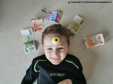 Děti a účty: průměrné kapesné na účet je 700 Kč. Nejčastější útrata je za jídlo, aplikace a dopravu.
