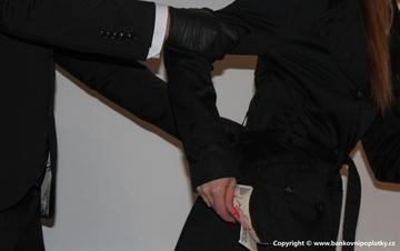 Podvodné poplatky pojišťoven připraví lidi v době koronavirové o miliardy