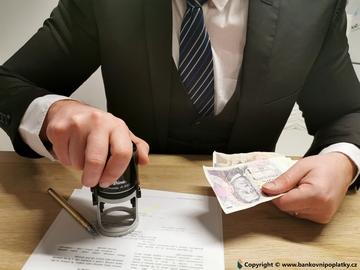 Můžete mít dluhy i když o tom nevíte. Proklepněte si registry