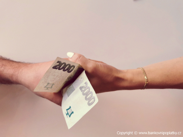 Nejste příbuzní? I tak můžete být od daně z příjmu z daru nemovitosti osvobozeni