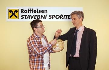 Soutěž s Raiffeisen stavební spořitelnou a naším serverem o digitální zrcadlovku zná svého vítěze